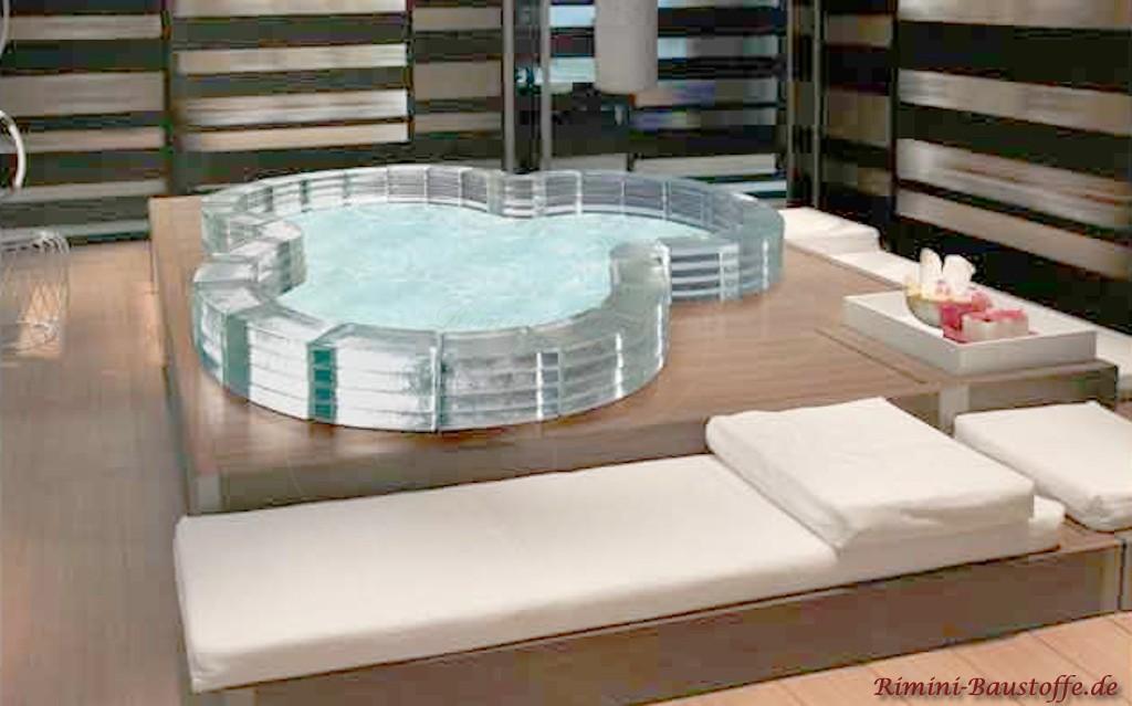 Indoor Whirlpool aus Glassteinen