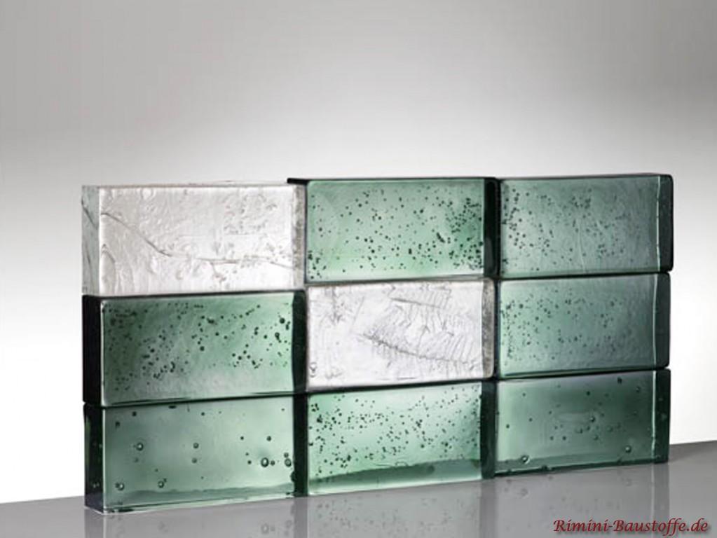 dunkelgruene Glassteine mit Bubbles