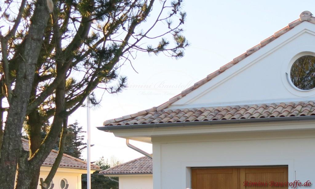 Satteldach mit Kranz 3 Ziegelreihen