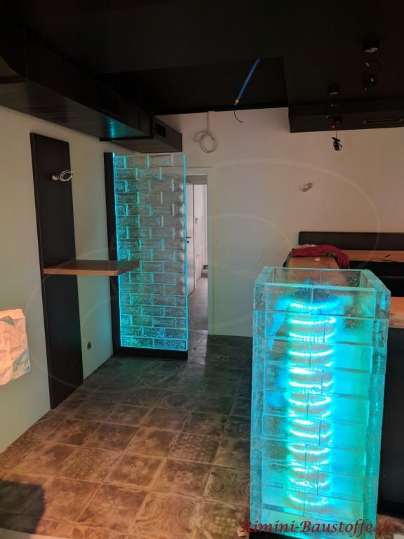 blaue beleuchtete Glasbausteine