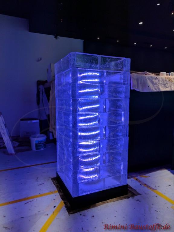 Ein besonderes Highlight im Raum - beleuchtete Glaselemente