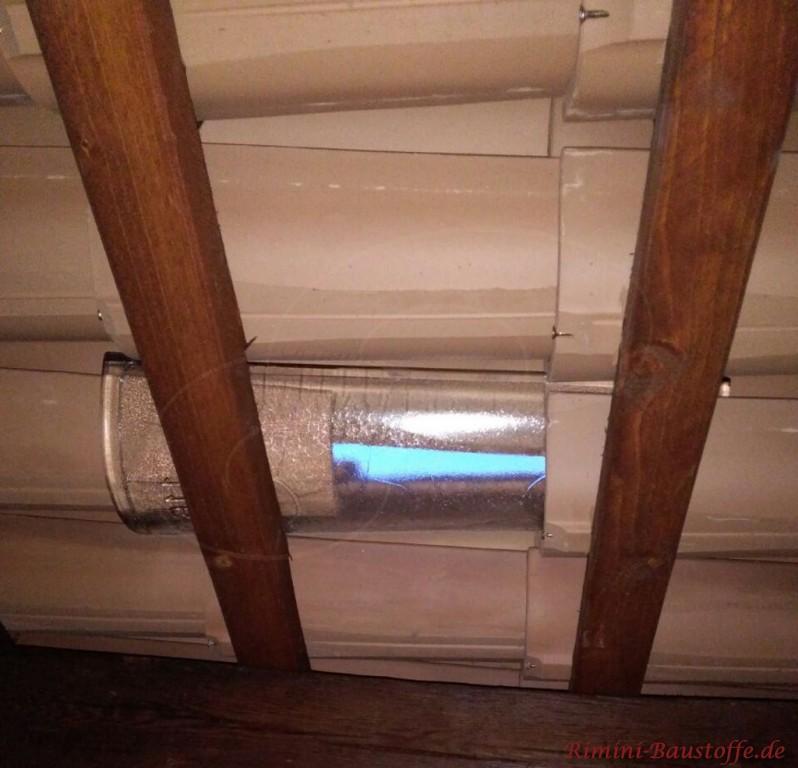 für den Lichteinfall wurden hier Glasziegel mit eingearbeitet