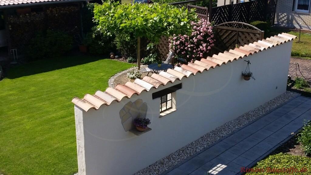 Hier wurde der gleiche Ziegel fuer Dach und Mauer verwendet
