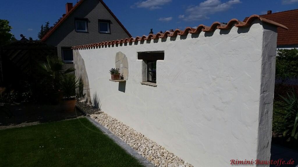 Dachziegel auf einer Mauer