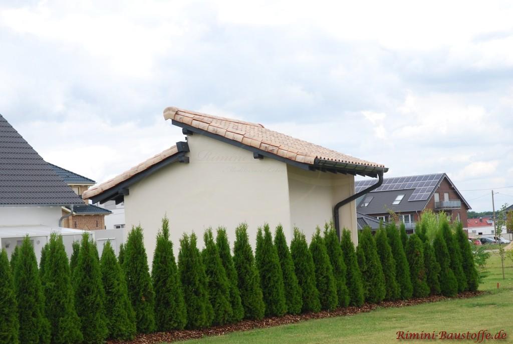 Gartenhaus mit Pultdach im mediterranen Stil