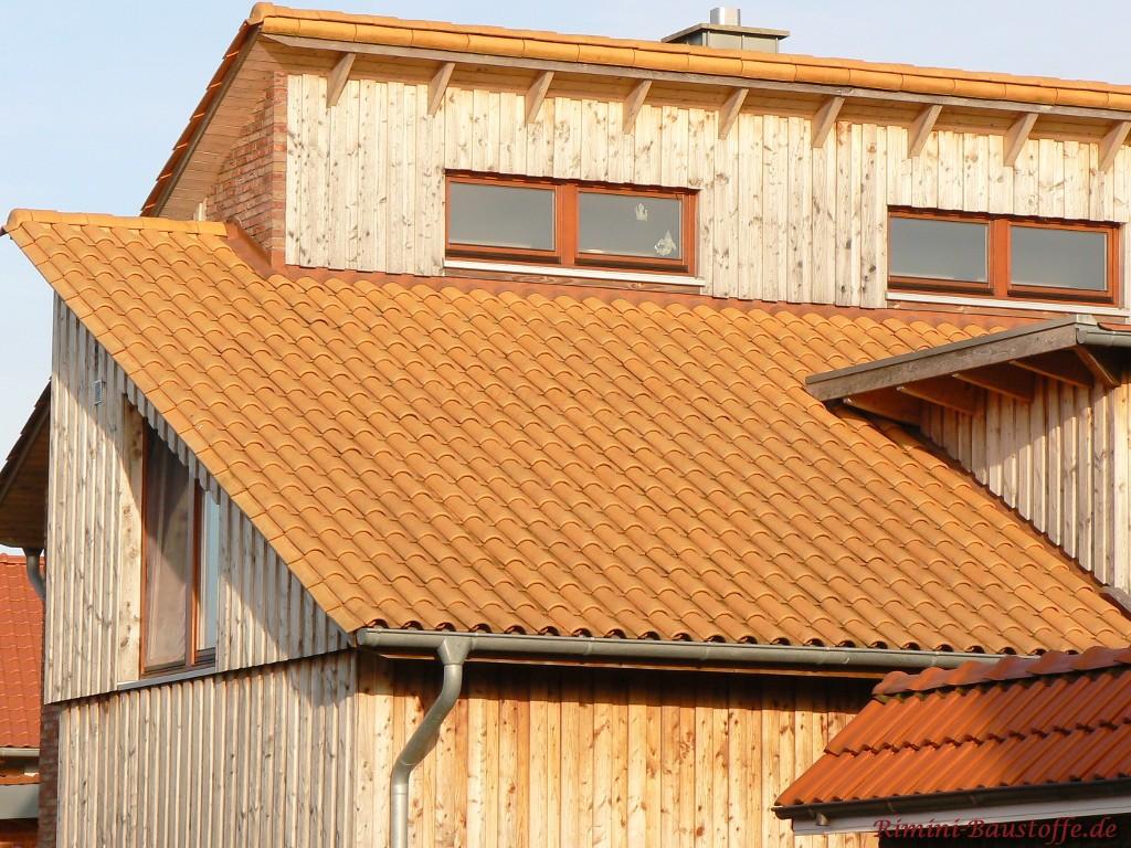schönes Holzhaus mit Romane Evolution rose Charentaise