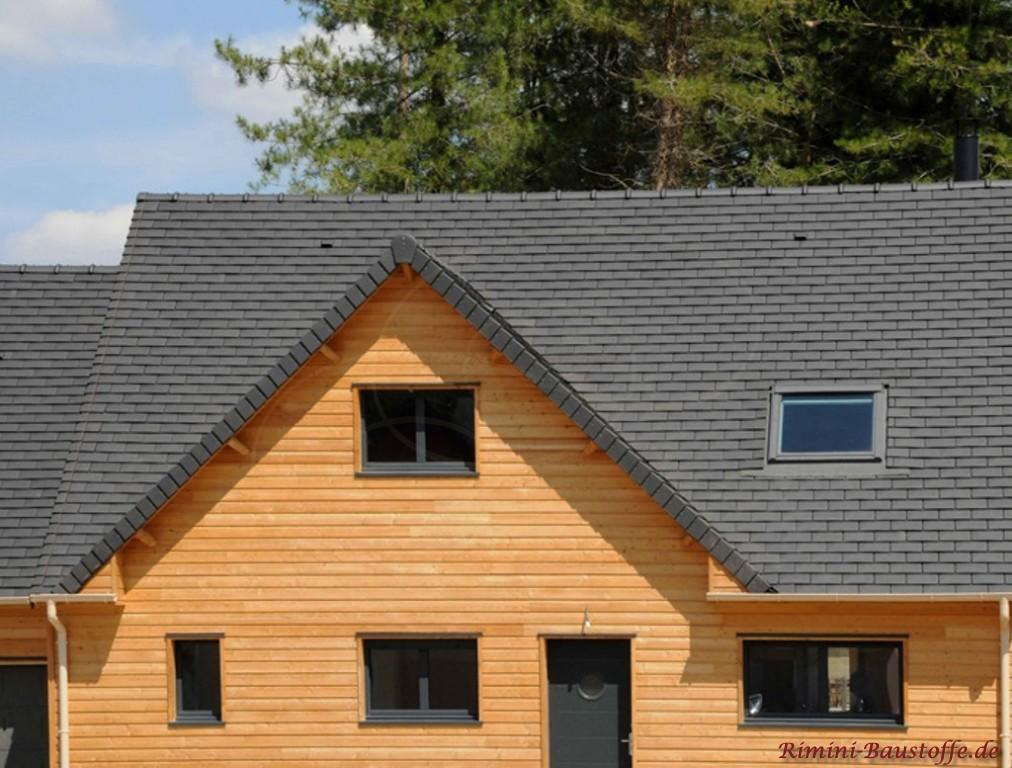 neu gedecktes Dach mit dem Glattziegel Rully aus Frankreich