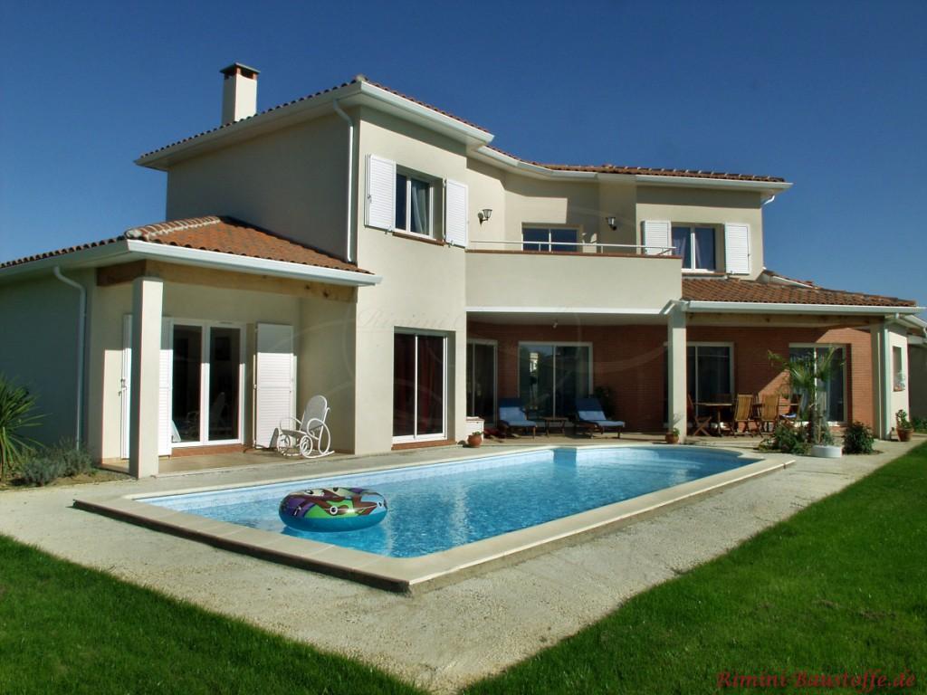 Villa mit Pool mediterran