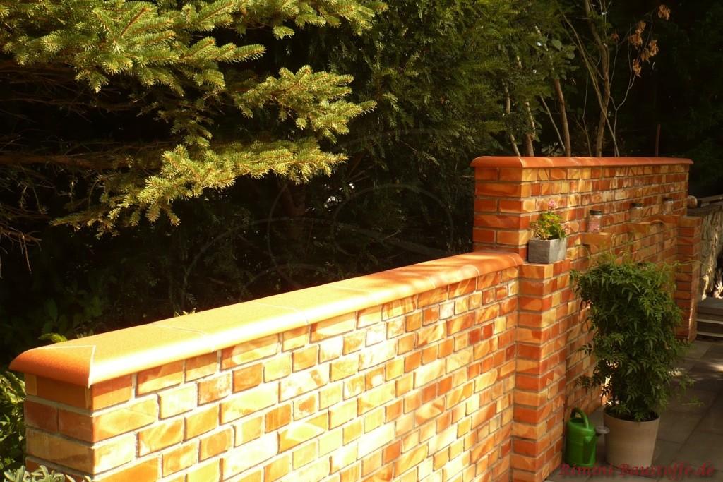 flache Mauerabdeckung Terracottafarbend