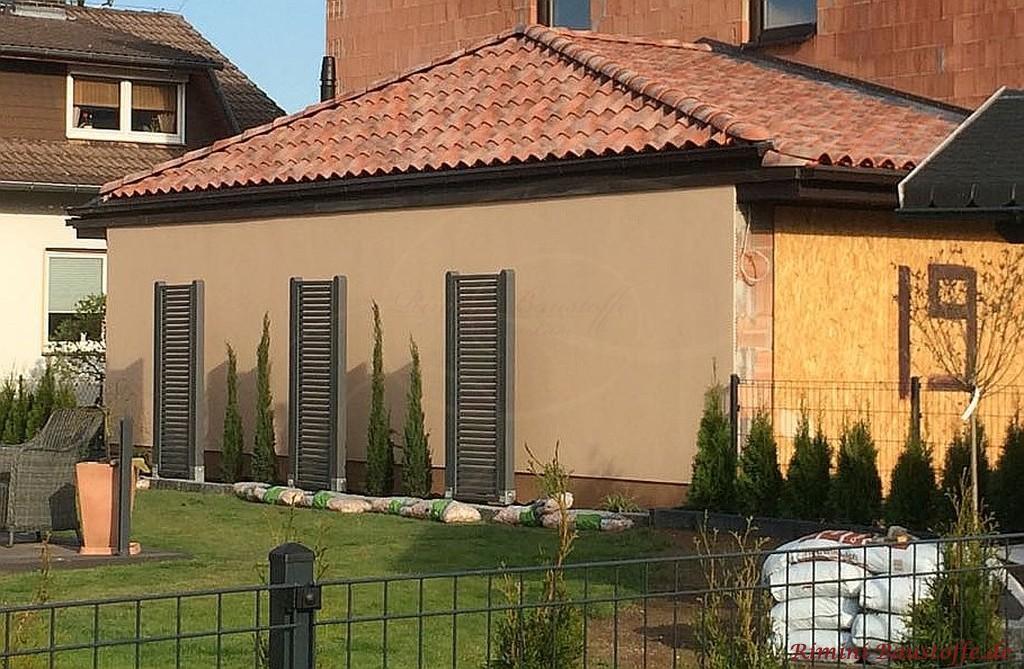 rot changierende Dacheindeckung aus Italien