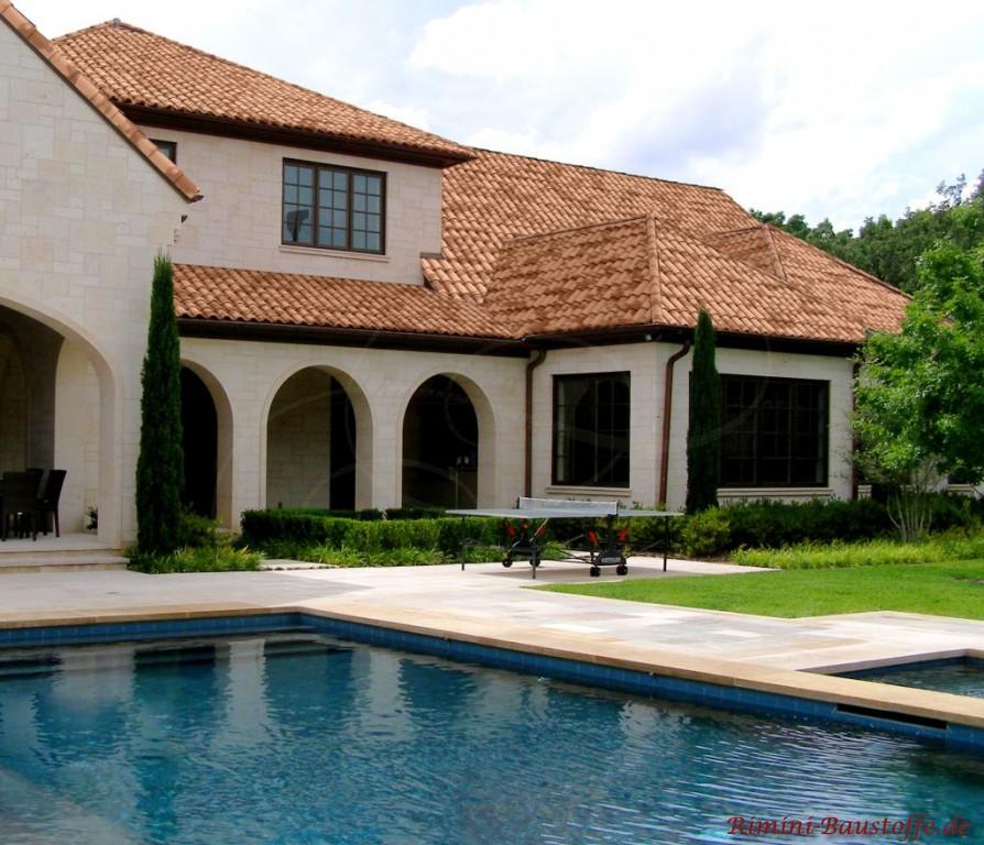 grosse mediterrane Villa mit tollem italienischen Dachziegel