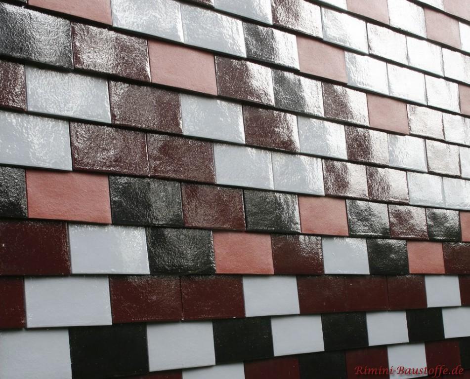 glaenzende Glattziegel an der Fassade