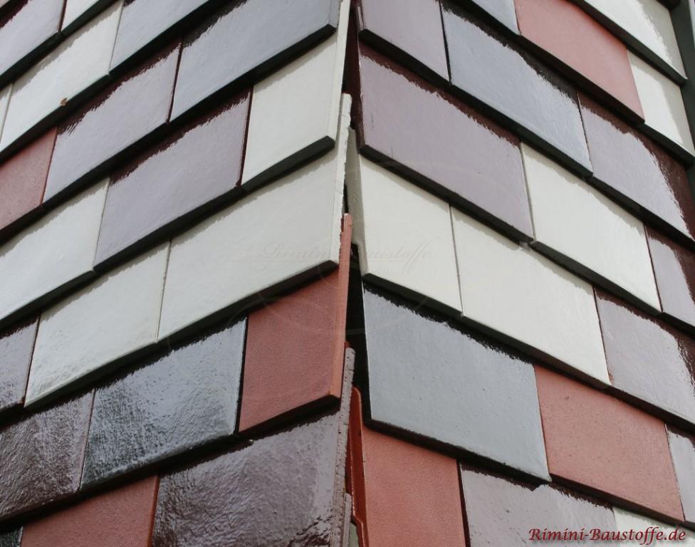Eckausbildung an der Fassade mit Tonplatten