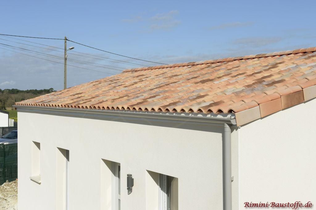 Romane Canal Ziegel auf einem schicken Satteldach