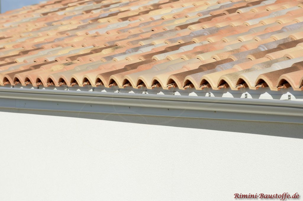 Traufe eines mediteranen Daches