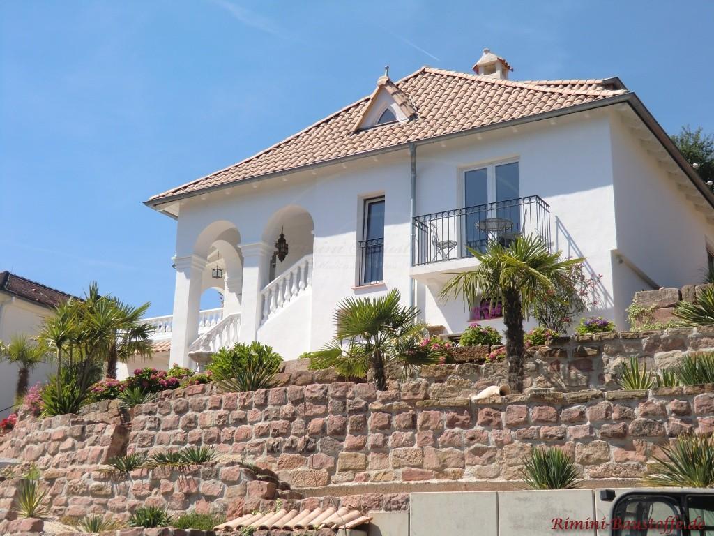 Haus Pyramidendach mediterran