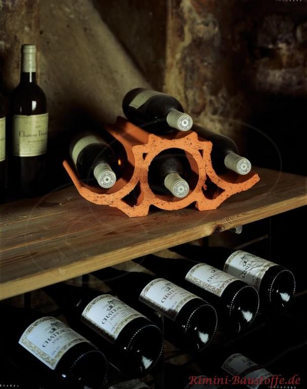 geschwungener Weinlagerstein als Dekoration