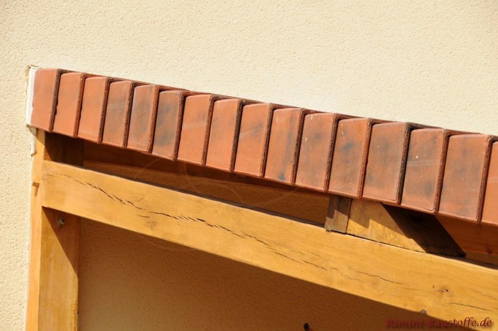 Ortgang eines Glattziegeln an einem Pultdach