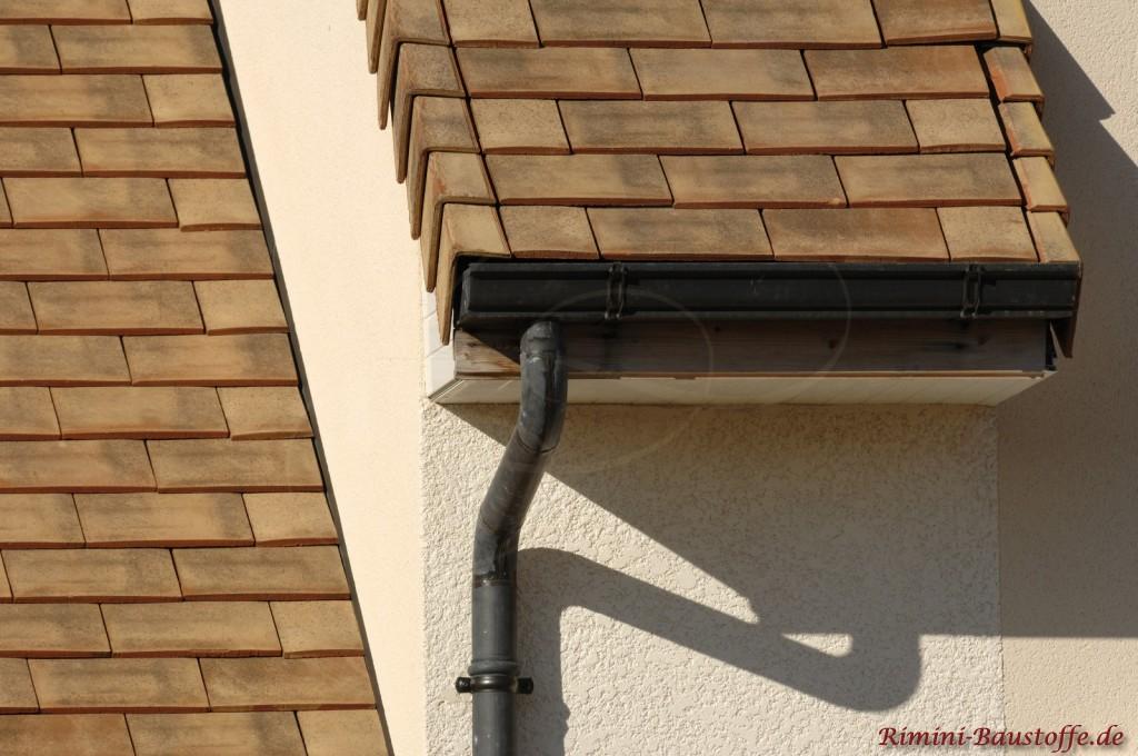 Satteldach mit mehreren Gauben und Dachvorsprüngen