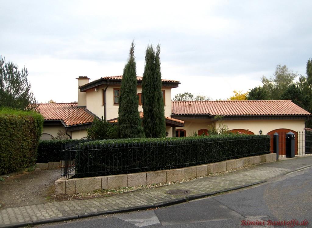 Gebäude in mediterranem Stil