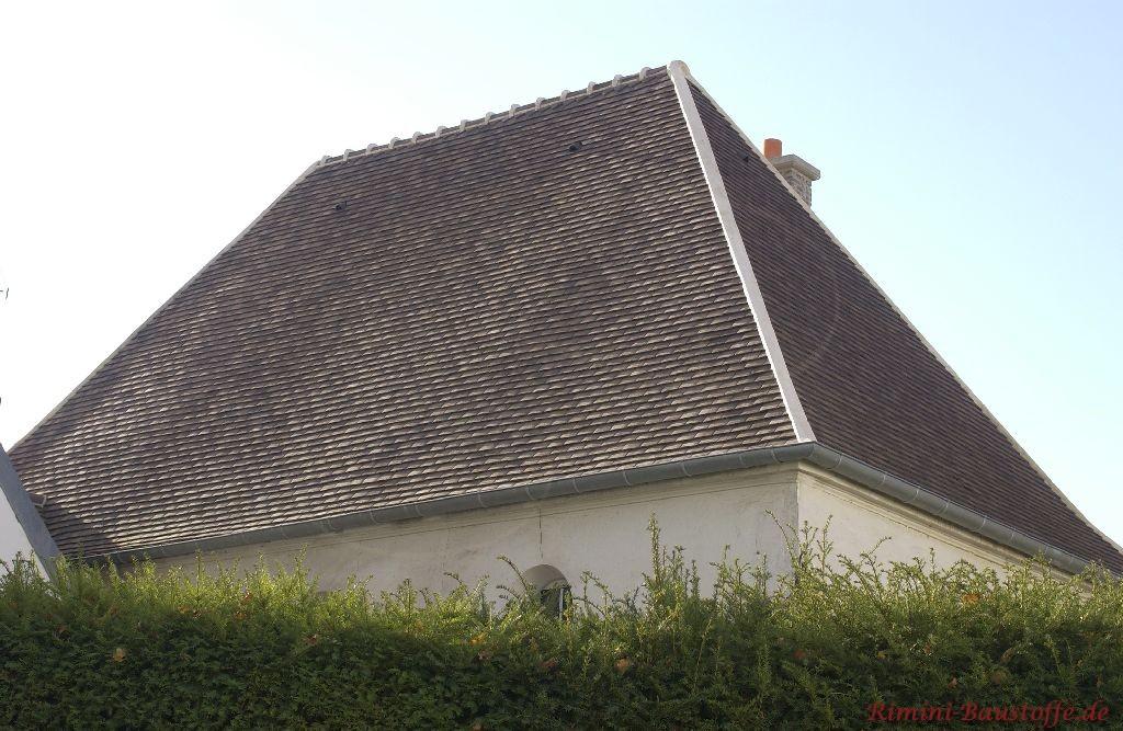 Schräges Walmkdach mit altem Charakter in Aschfarbe
