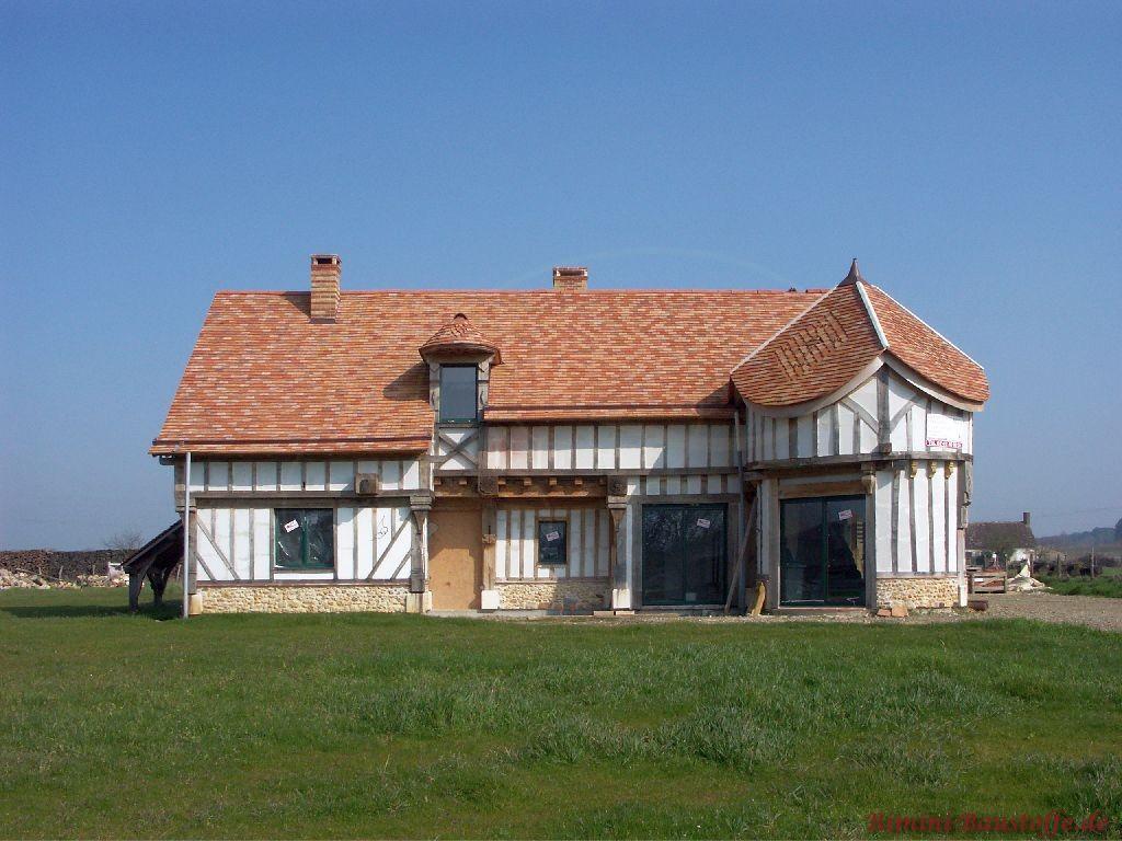 schönes großes Fachwerkhaus mit originalen Schindeln gedeckt