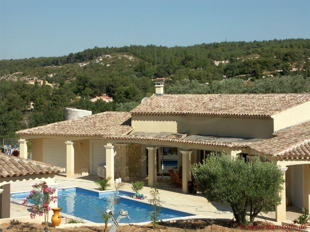 große südländische Villa mit Pool in einer sehr schönen Lage