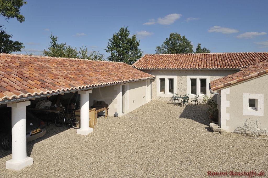 Sehr schönes mediterranes Anwesen mit kleinem Innenhof und Doppelgarage