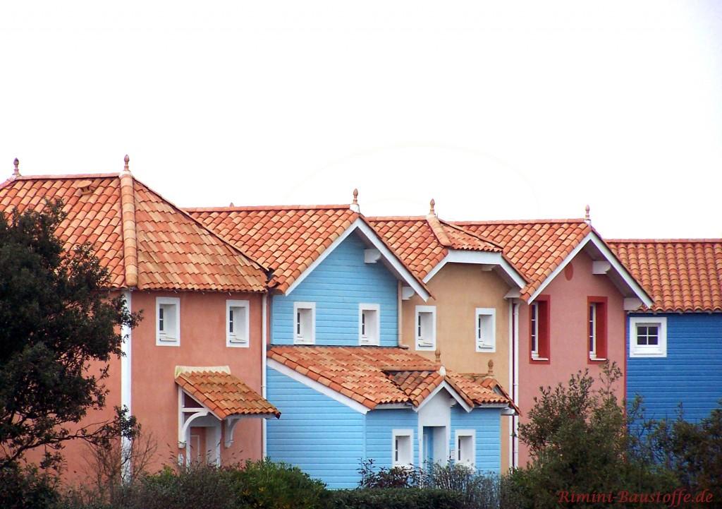 wunderschöne Häuseraufnahme mit Halbschalendächern