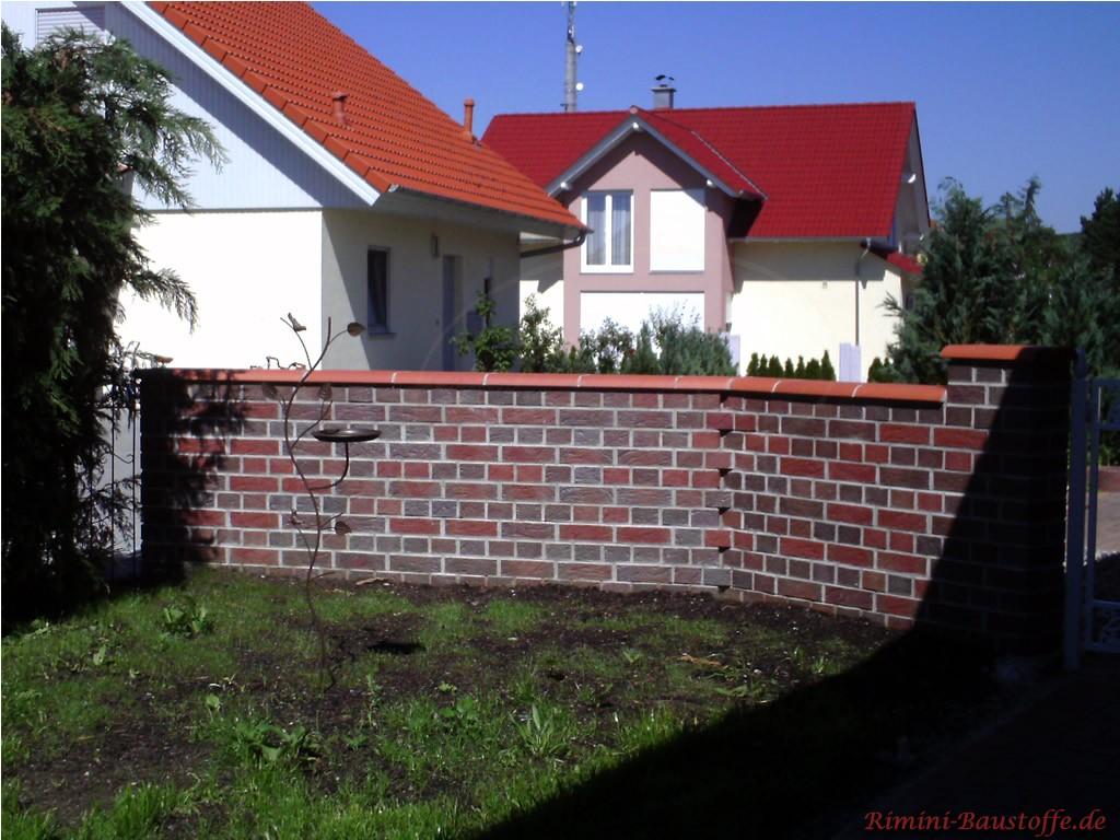 Klinkermauer mit passender Mauerabdeckung