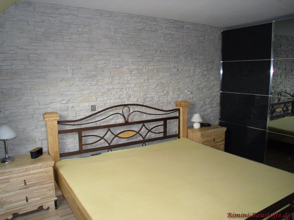 Schlafzimmerwand in Steinoptik