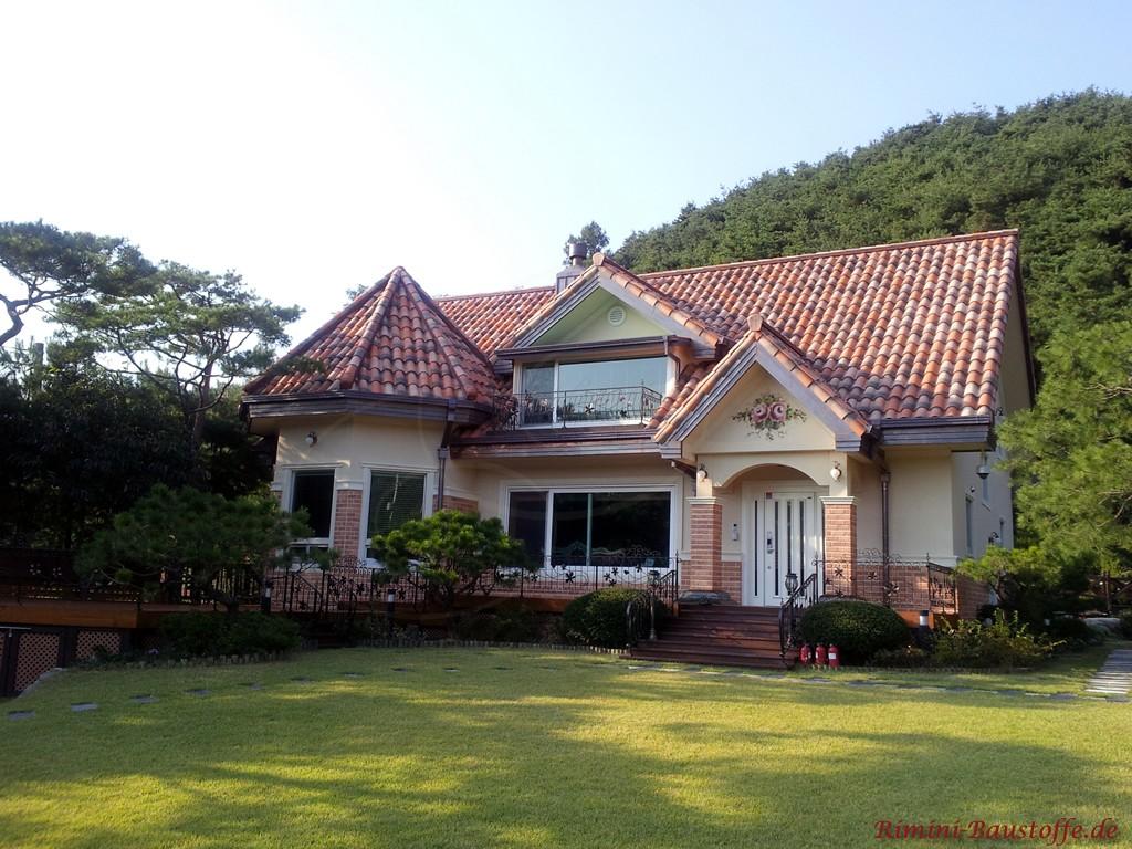 schöne kleine Villa im Grünen im mediterranen Stil
