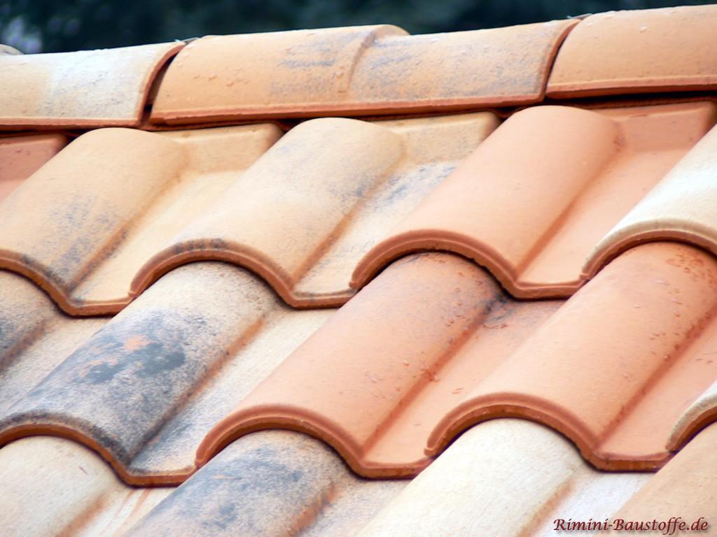 Firstanschlussziegel bei südländischen Dächern