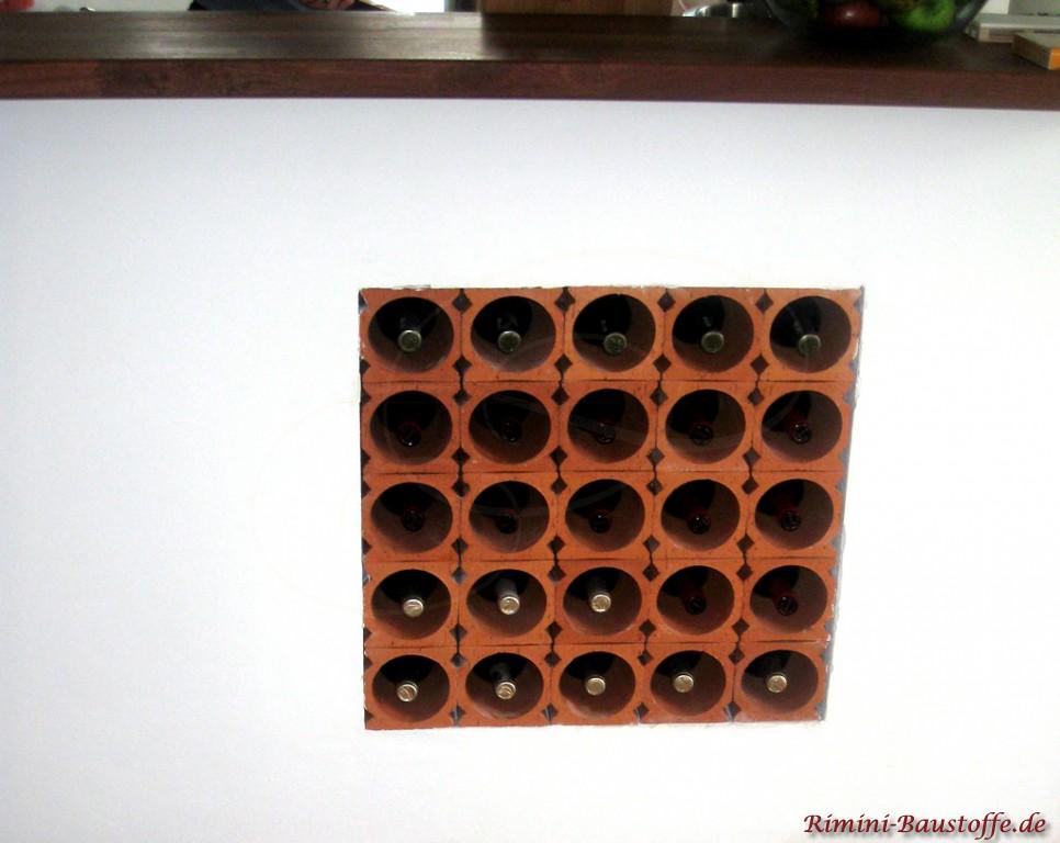 Weinlagersteine in einem Raumtrenner
