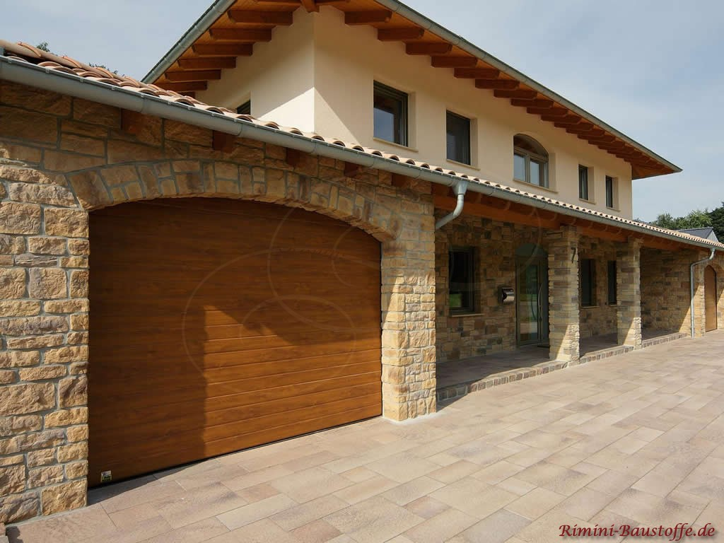 mediterranes Haus - erste Etage in Natursteinoptik