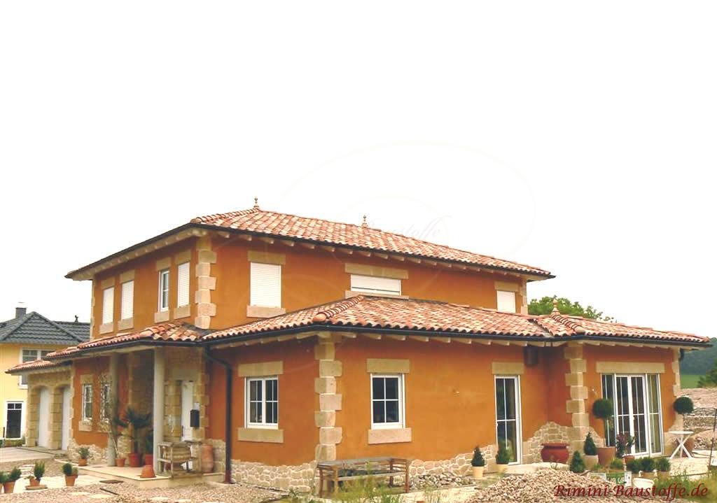 zweigestöckiges Einfamilienhaus mit Dachterrasse und schönen Bossen
