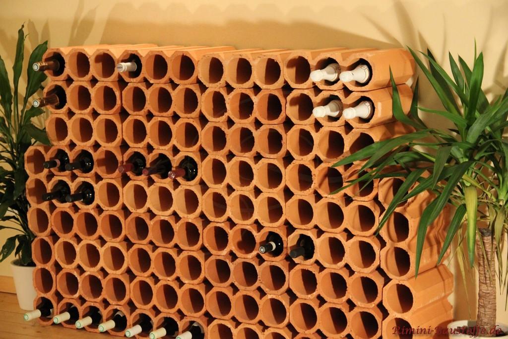 Weinregal aus schönen Tonröhren