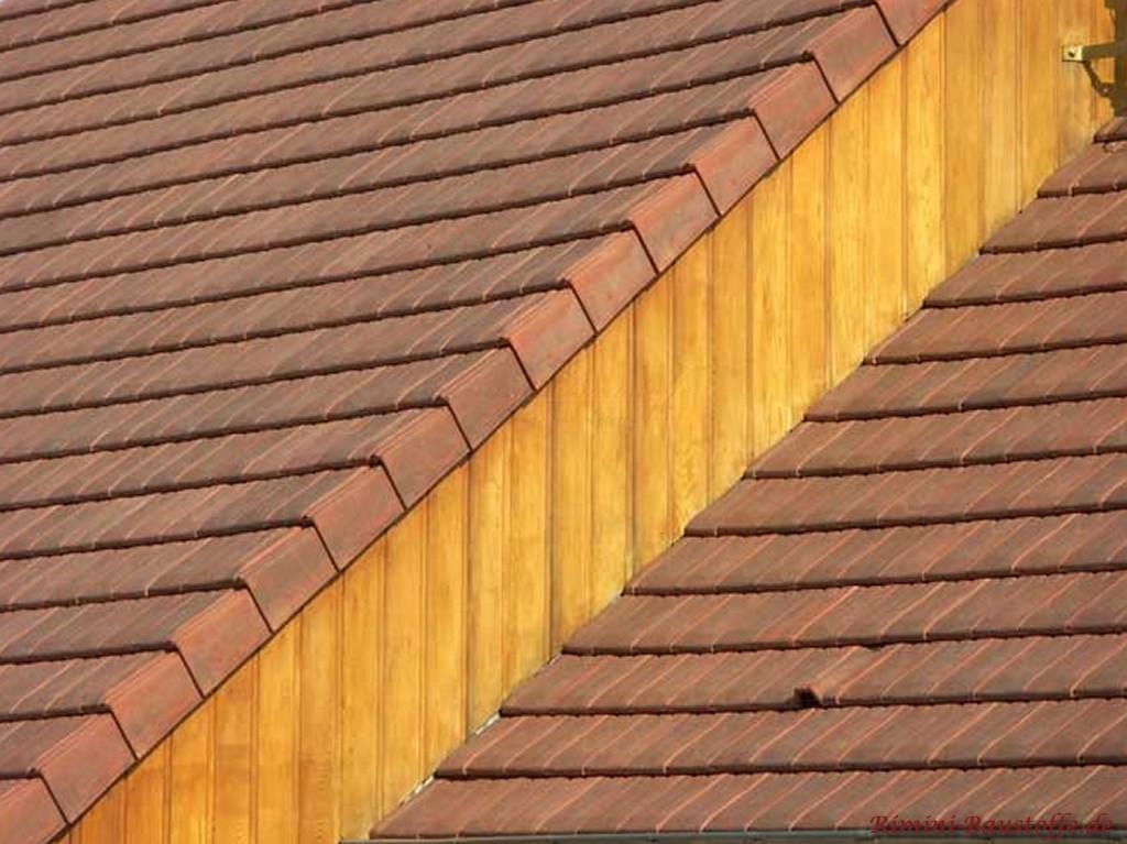 rustikales Satteldach mit Holzfassade