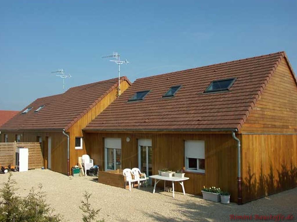 rustikales Holzhaus mit Satteldach