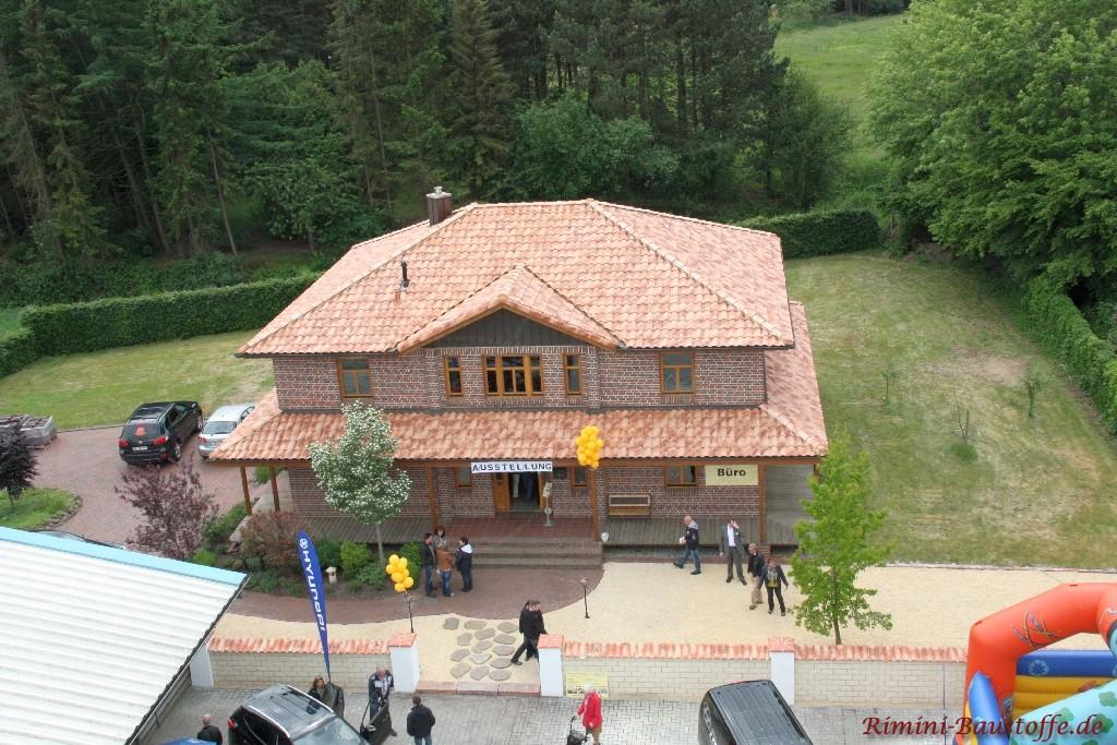 Luftaufnahme des neuen Daches auf dem Bürogebäude der Rimini Baustoffe GmbH