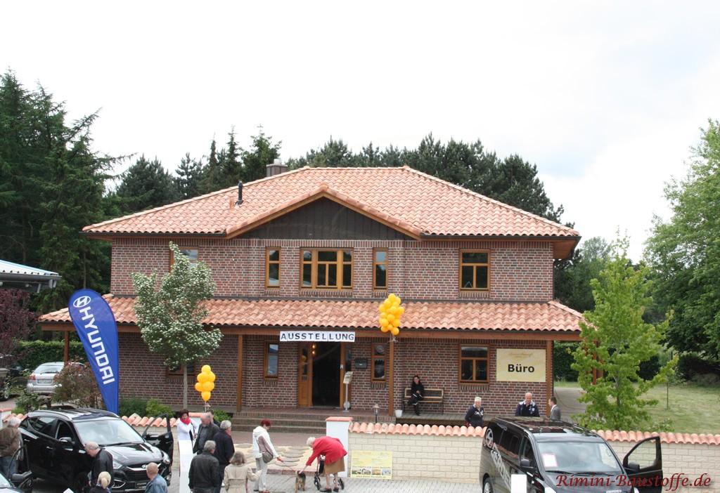Bürogebäude mit schönem neuen Dach