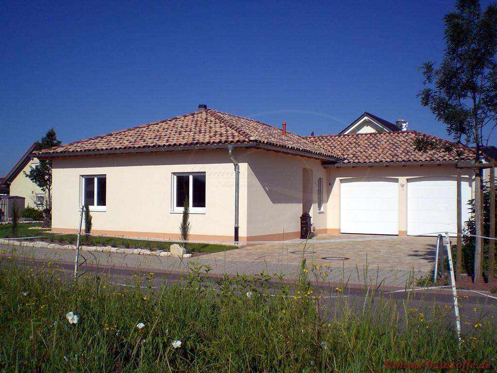 Einfamilienhaus das ebenerdig und im südlichem Toskanastil errichtet wurde