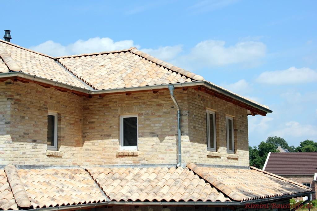 Helles Haus im mediterranem Stil