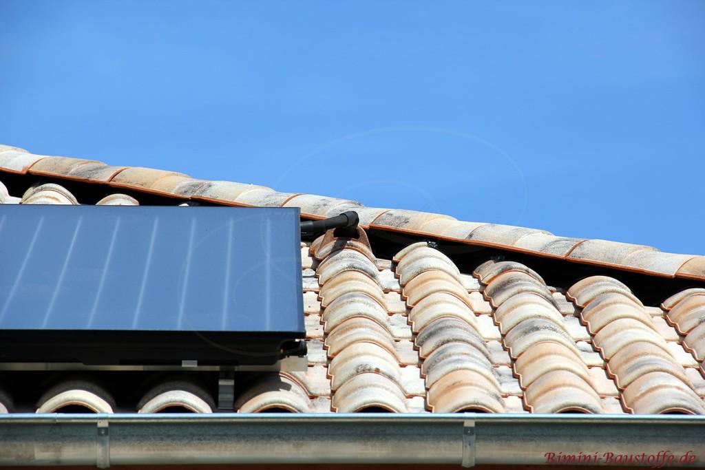 Solaranschluss bei mediterranen Dachziegeln aus Frankreich