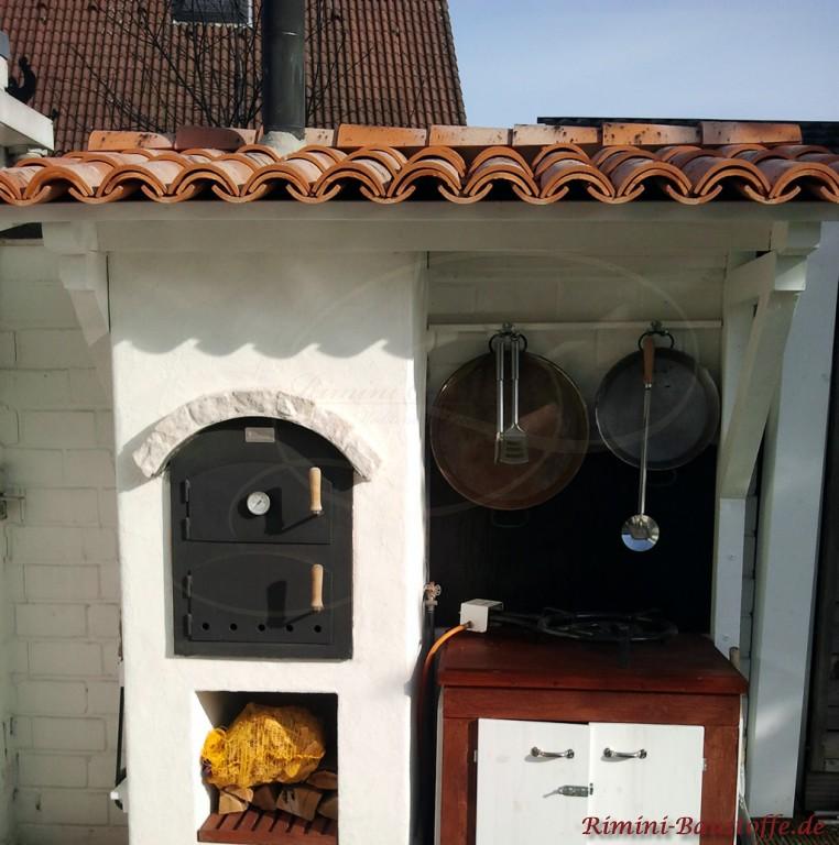 Kleiner mediterraner Bäckerofen im Außenbereich