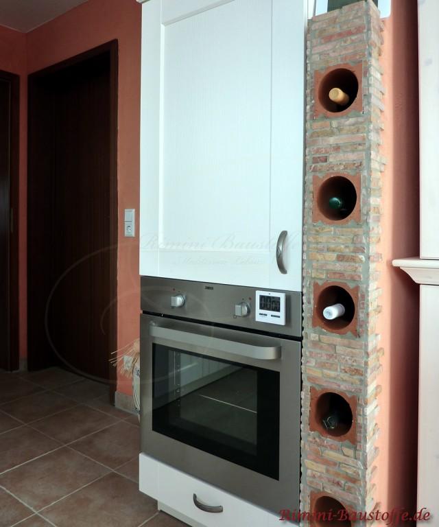 Ideal für die Küche. Ein Weinregal in einer Klinkerwand eingefügt: