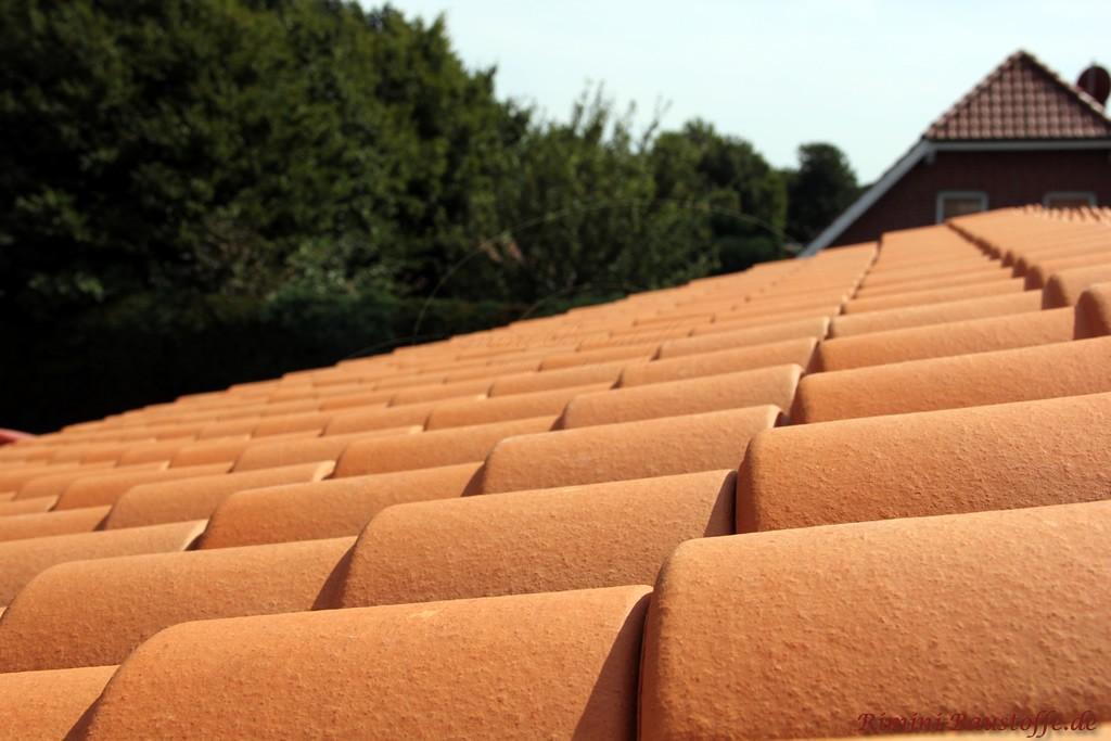 schöner roter Dachziegel mit Doppeloptik