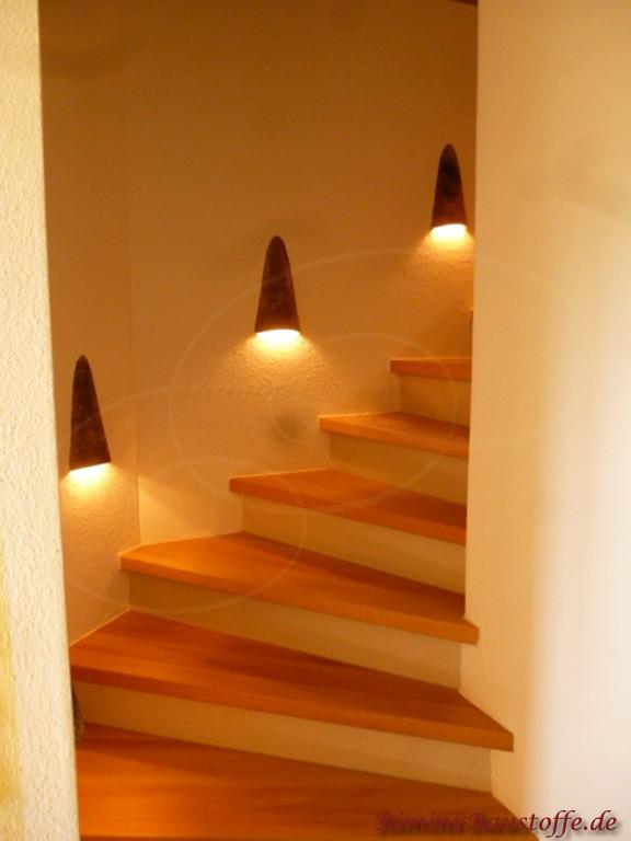Wandlampe am Treppenaufgang aus einer Wandlampe gefertigt