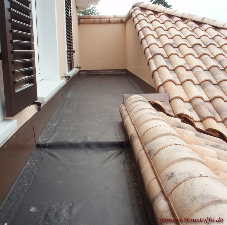 Technische Ausführung gut zu sehen der Pultabschluss am Balkon