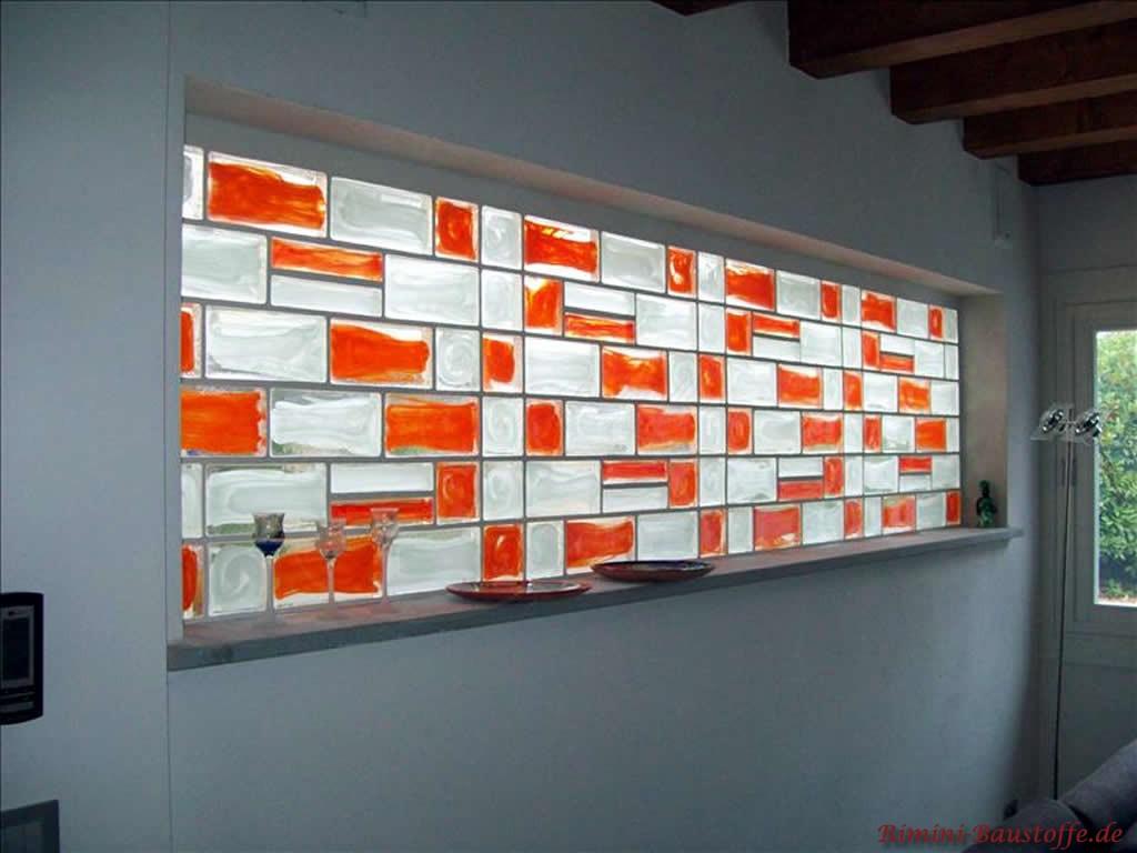 schöne Glassteine als Aufhellung in einer Wand